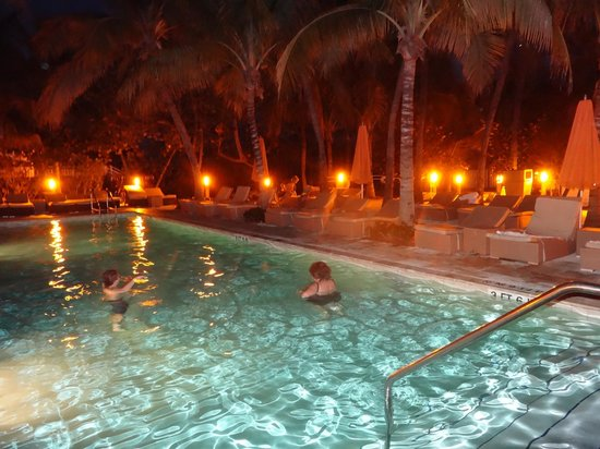 Grand Beach Hotel: Piscinas de noche