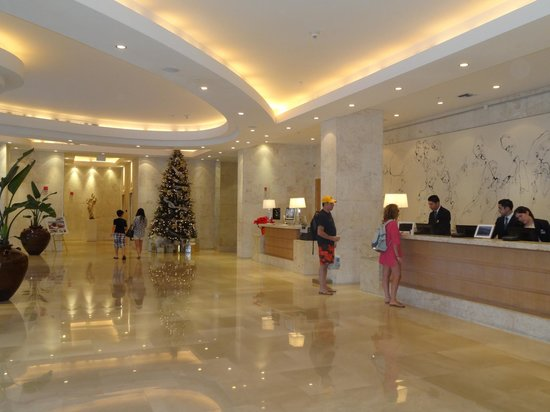 Grand Beach Hotel: Lobby