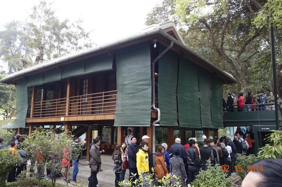 Mausolée de Hô Chi Minh : The stilt house was the place where Ho Chi Minh stayed until he died in 1969