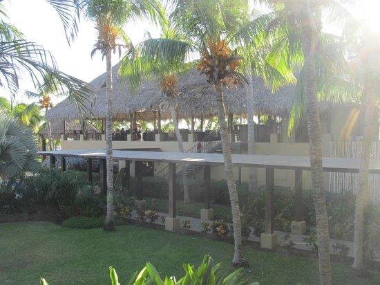 Flamingo Beach Resort & Spa: upstairs lounge and downstairs restaurant/breakfast area