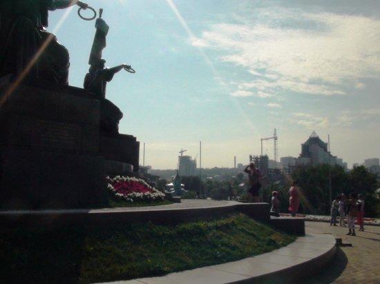 Friendship Monument (Monument Druzhby): ВИД