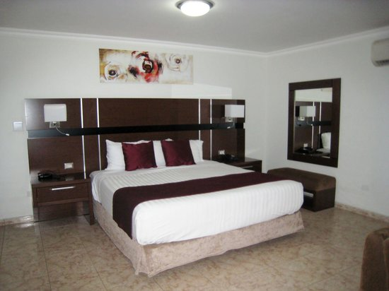 Hotel Coral Suites: bed