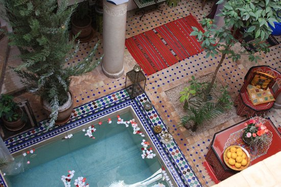 Riad Tamarrakecht: Main area courtyard