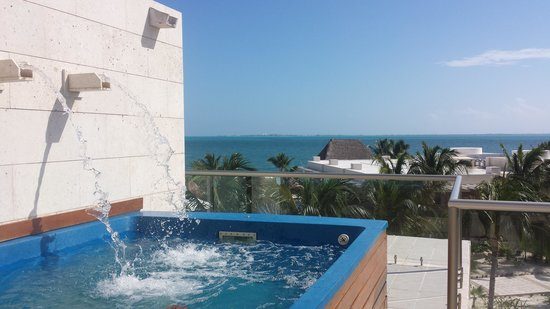 Beloved Playa Mujeres: splash pool that was on the roof of our room and beautiful  view!