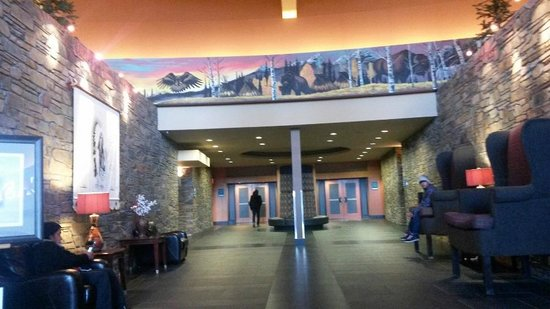 Stoney Nakoda Resort & Casino: front desk