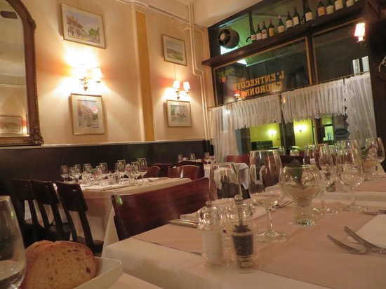 L'Entrecote Couronnee: Dining Rm