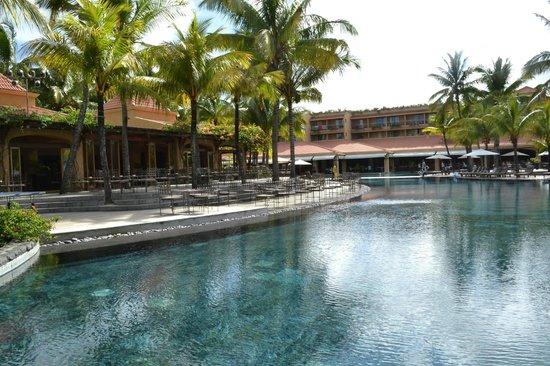 Beachcomber Le Mauricia Hotel: Piscine principale