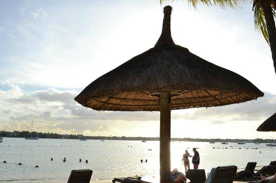 Beachcomber Le Mauricia Hotel: Playa