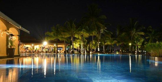 Beachcomber Le Mauricia Hotel: Très belle éclairage de nuit