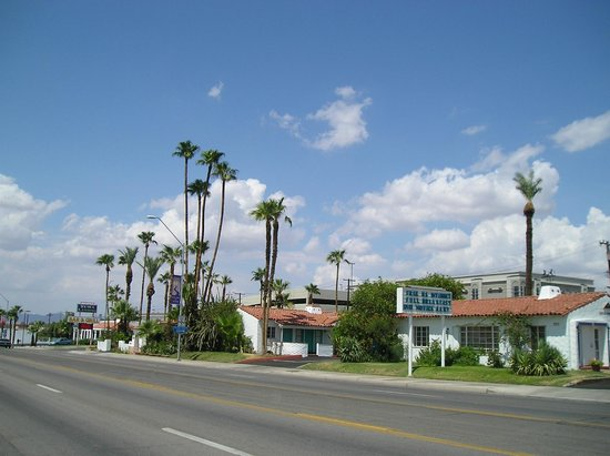 Coronado Motor Hotel-Yuma : The entire layout of the hotel and our restaurant
