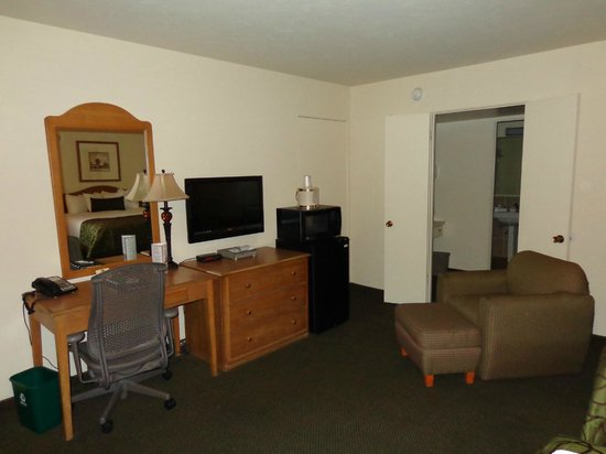 "Coronado Motor Hotel-Yuma : Amenities for all the rooms 32"" TV in Standard and 50"" in Suites"
