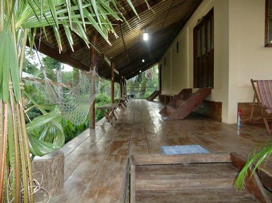 Casa Fidelis : Walkway outside Filomena Cottage