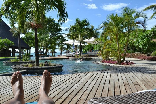 LUX* Le Morne : Vu sur la piscine de L'îlot bar