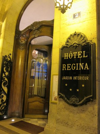 "Hôtel Régina Louvre: A welcoming ""old world"" entrance to the 4-star Regina Hotel"
