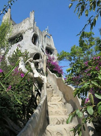 Scimitar Easyrider Tours: Visiting Crazy House in Dalat