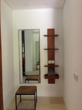 Uma Sapna: Room Moyo