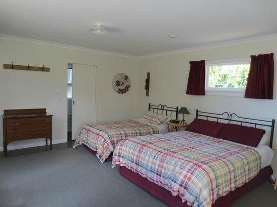 St Leonards Vineyard Cottages: lovely room
