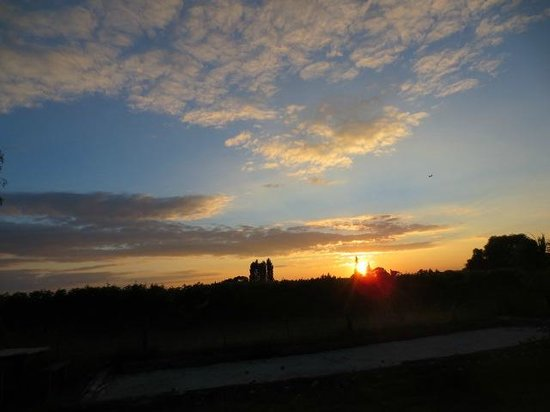 St Leonards Vineyard Cottages: Beautiful sunrise!