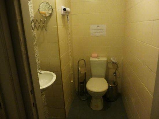 Sunrise Apart Hotel: トイレとシャワー室は別々、バスタブなし