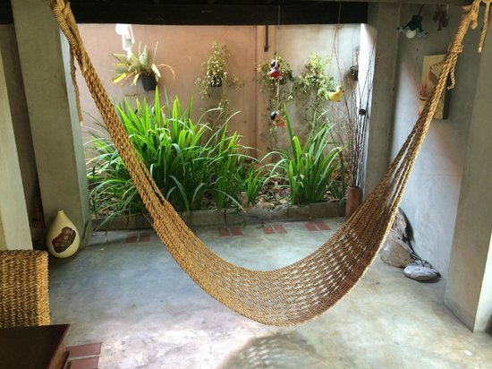 Chiang Mai Summer Resort: 1楼的吊床