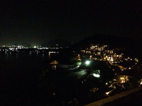 The Westin Siray Bay Resort & Spa Phuket: Night view of Westin on the cliff