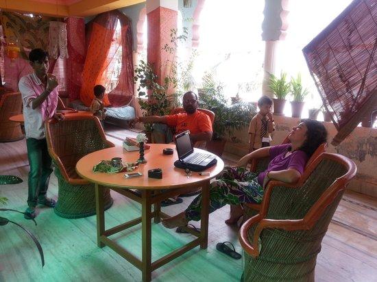Hotel Mama Luna: en el restaurante de risas