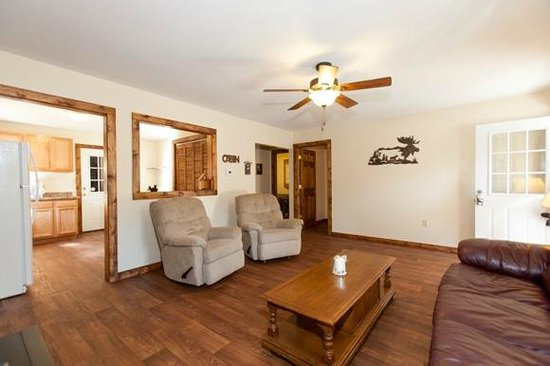 Willowbrook Cabins: Living room towards bedrooms and bath