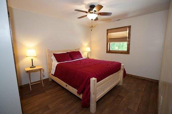 Willowbrook Cabins: Comfortable queen