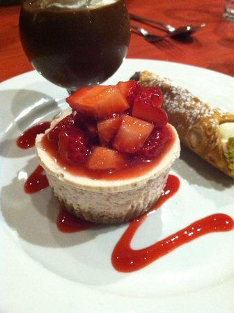 Boskos Trattoria: Strawberry cheesecake with raspberry coulis.
