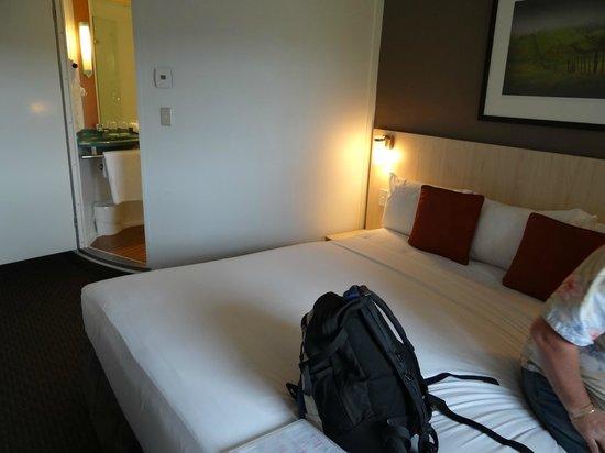 Ibis Auckland Ellerslie: room view 3