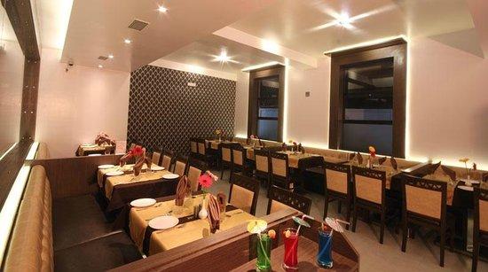 Hotel Royal Park Residency: Restaurant