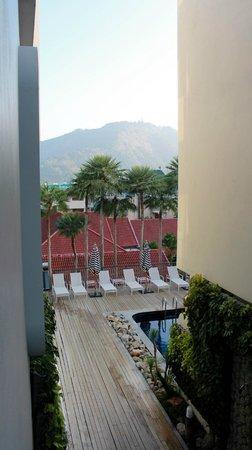 Sugar Marina Resort - Nautical - Kata Beach: вид на бассейн из коридора второго этажа