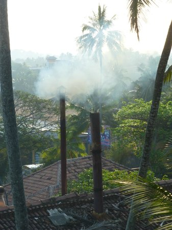 Jetwing Lighthouse: acrid smoke wafts over hotel