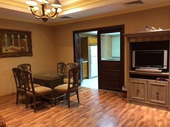 Radisson Blu Royal Suite Hotel, Jeddah : Living room