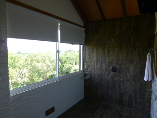 Kalu's Hideaway: shower with a view
