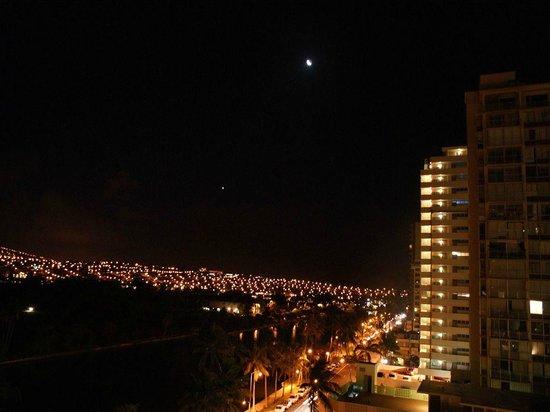 Waikiki Sand Villa Hotel : 部屋からの夜景
