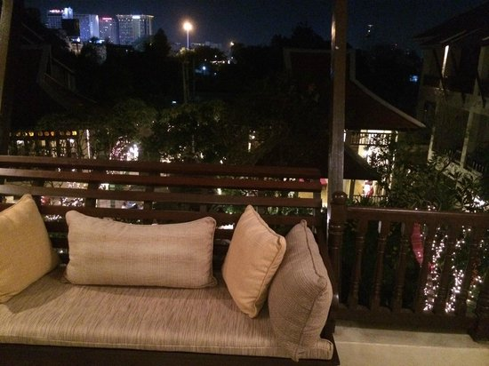 Puripunn Baby Grand Boutique Hotel: View from 3rd floor at night