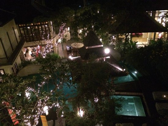 Puripunn Baby Grand Boutique Hotel: Night view from 3F
