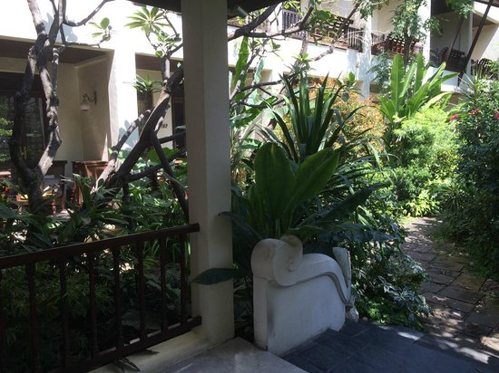 Puripunn Baby Grand Boutique Hotel: Note walking path near ground level room