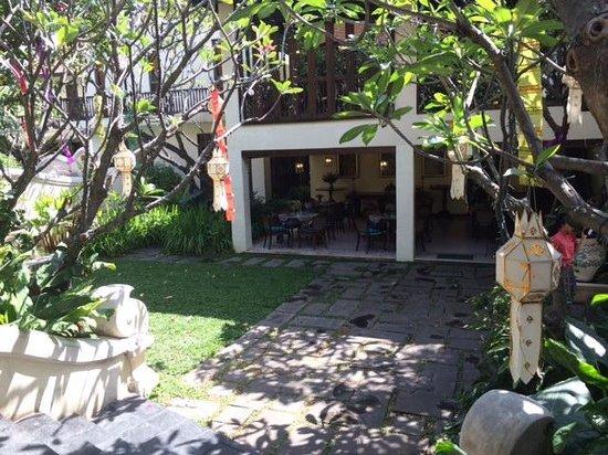 Puripunn Baby Grand Boutique Hotel: Restaurant & breakfast area