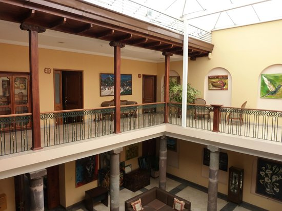 Hotel Boutique Plaza Sucre: Second Floor  of Interior Courtyard
