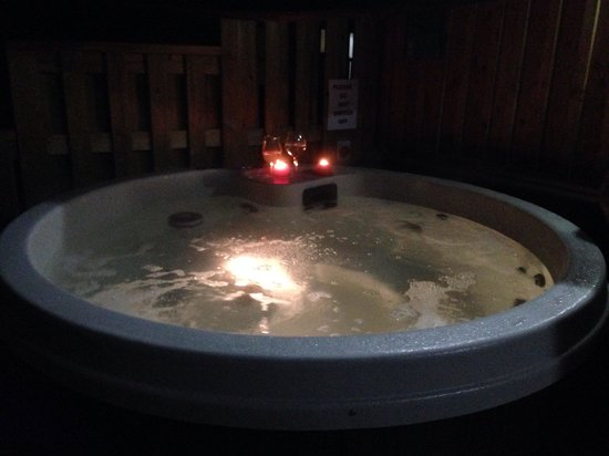 The Sherwood Hideaway: Hot Tub was amazing...