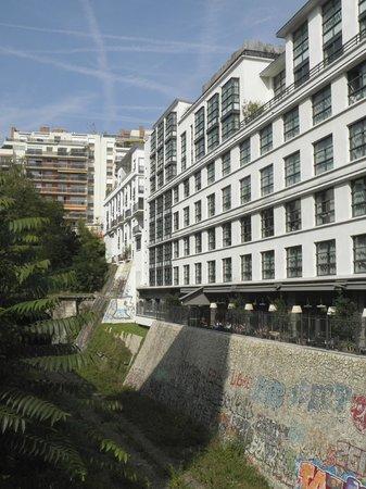 Mama Shelter Paris : Next to the former Petite Ceinture railway line