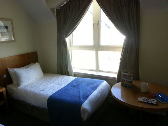 Castleknock Hotel & Country Club: 3rd bed in room