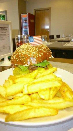 The American Steakhouse Bar & Grill: Super hamburguesa con patatas. Fantástica