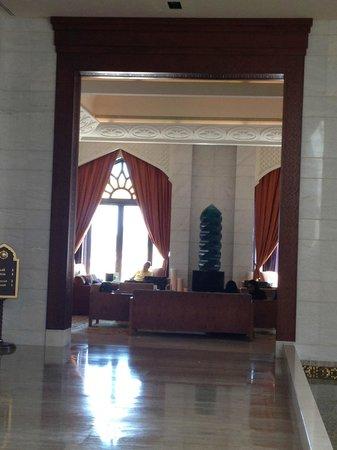 Shangri-La Al Husn Resort & Spa: Blick ins Foyer des Al Husn