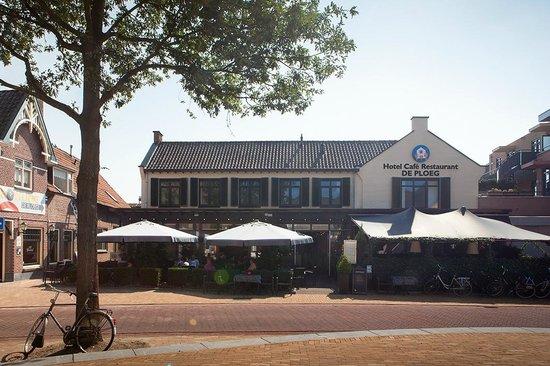 Hotel Cafe Restaurant De Ploeg: Vooraanzicht Hotel Café Restaurant