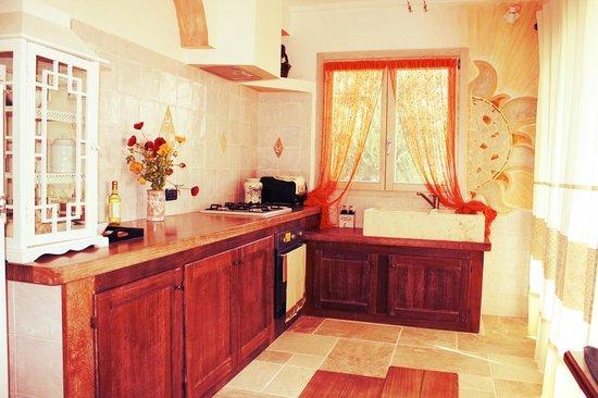 Leo Village Residence: Cucina RIfiniture Caratteristiche