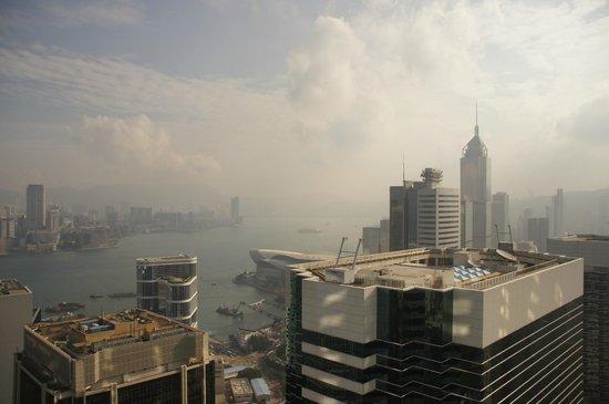 Island Shangri-La Hong Kong: Deluxe Harbour View Room View