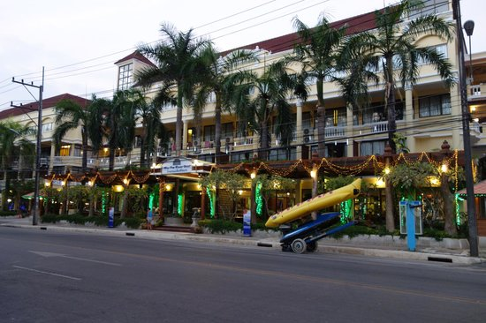 Mae Pim Resort Hotel : From the main road